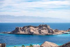 Salah El Din Citadel forte militare antica su una piccola isola sulle rive del Mar Rosso in Sinai immagine stock libera da diritti