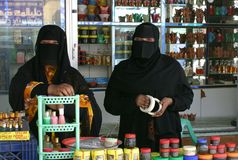 Two omani ladys selling frankincense in salalah Stock Photo