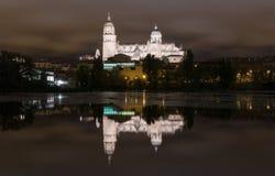 Salamanca domkyrka vid natt Arkivbild