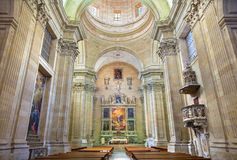 SALAMANCA, HISZPANIA, KWIECIEŃ - 17, 2016: Główny nave Convento De Las Agustinas i Iglesia De Los angeles Purisima kościół Obrazy Stock