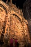 Salamanca Katedralna fasada przy nocą zdjęcie stock