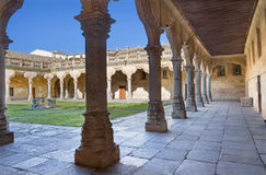SALAMANCA, SPANIEN, 2016: Das Atrium des barocken Patios des Escuelas Menores - Universität von Salamanca Stockfotos