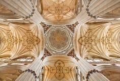 SALAMANCA, SPANIEN: Kuppel (gemalt von Joaquin Churriguera 1674 - 1724) und Überfahrt von Kirchenschiffen der neuen Kathedrale Lizenzfreie Stockfotos