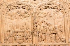 SALAMANCA SPANIEN, 2016: Lättnaden för Kristi födelse och för tre de tre vise männen på gotisk-barock den västra portalen av den  Fotografering för Bildbyråer