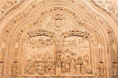 SALAMANCA SPANIEN, 2016: Lättnaden för Kristi födelse och för tre de tre vise männen på gotisk-barock den västra portalen av den  Royaltyfri Bild
