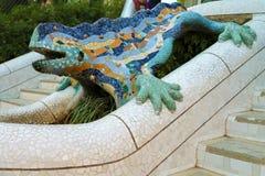 Salamander parkerar in GÃ-¼engelsk aln har blivit ett symbol av arbete för Gaudà ` s, Barcelona, Catalonia, Spanien royaltyfri bild