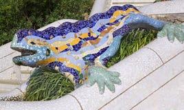 A salamandra de Antoni Gaudy, parque Guell em Barcelona, Espanha imagens de stock royalty free