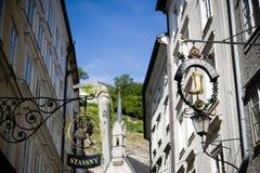 Salamandra del segno del negozio nel Getreidegasse a Salisburgo fotografia stock libera da diritti