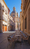 Salamanque - la rue et la coupole de la La Clerecia - université pontificale Photos stock