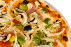 Salame della pizza, funghi e verdura, reparto poco profondo Fotografie Stock Libere da Diritti