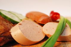 Salami avec le fond brouillé photos stock