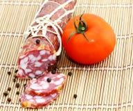Salami con el tomate Fotografía de archivo