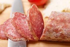 Salami coupé en tranches Photographie stock libre de droits