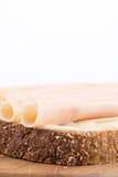 Salami de blancs de poulet sur le chrono- pain Images libres de droits