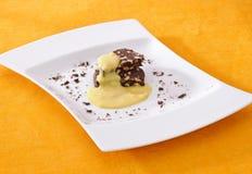 Salami de chocolat avec le lait de poule image stock