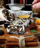 Salami de chocolat Dessert fait de biscuits, chocolat et écrous Photos libres de droits