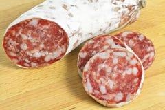 Salami in der Scheibe Stockbild