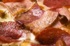 salami för pizza för baconost italiensk Fotografering för Bildbyråer