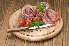 Salami italiano com faca Imagem de Stock Royalty Free