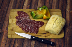 Salami med bröd och paprika Royaltyfri Foto