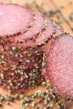 Salami met kruiden en kruid Stock Afbeelding