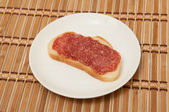 Salami na chlebie Fotografia Stock