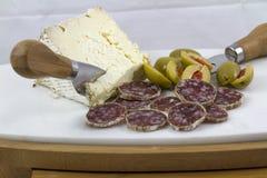 Salami, ost och oliv Royaltyfri Foto