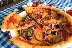 Salami pizzy zakończenie up obrazy stock