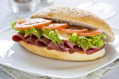 Salami-Sandwich Lizenzfreie Stockfotografie
