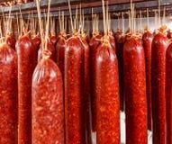 Salami som hänger på ett rep arkivbild