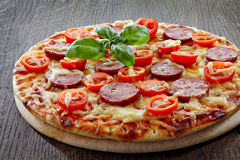 Salami and tomato pizza Royalty Free Stock Photos
