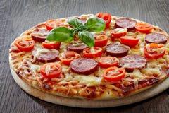 Salami and tomato pizza Royalty Free Stock Photos