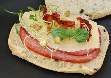 Salami- und Käsesandwich Stockbilder