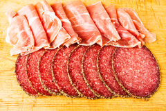 Salami- und Parmaschinken Lizenzfreie Stockfotos