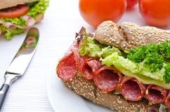 salami wypełniająca pieprzowa czerwona kanapka Obrazy Royalty Free