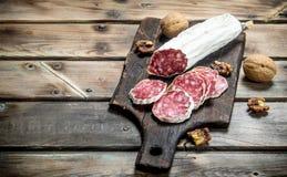 Salami z orzechami włoskimi obraz stock