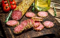 Salami z ziele i pikantność zdjęcia stock