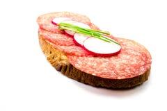 Salamibrood op witte achtergrond wordt geïsoleerd die royalty-vrije stock afbeeldingen