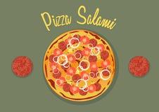Salamipizza met tomaten, ui, ananas en mozarella Royalty-vrije Stock Fotografie