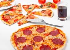Salamipizza und margerita Pizza stockfoto