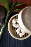 Salapao de porc dans le plateau en bambou Image libre de droits