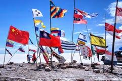Salar de Uyuni Βολιβία αλατισμένη έρημος - εθνικές σημαίες Στοκ φωτογραφία με δικαίωμα ελεύθερης χρήσης
