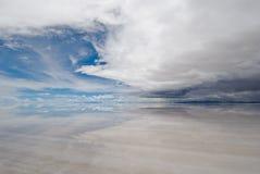 Salar de uyuni, salt lake i bolivia fotografering för bildbyråer