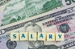 Salariswoord op dollarachtergrond Het concept van financiën Royalty-vrije Stock Afbeeldingen