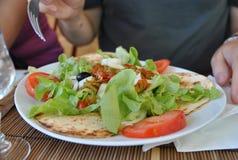 Salat auf einer Platte Stockfoto