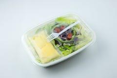 Salat auf Plastikkasten Lizenzfreie Stockfotografie