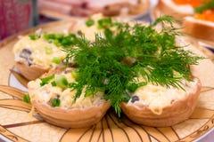 Salat auf Tartlets Lizenzfreies Stockfoto