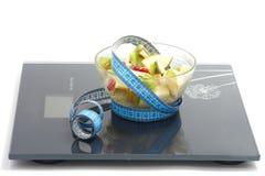 Salat das frutas com fita de medição Imagem de Stock