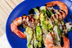 Salat der gegrillten argentinischen Garnelen mit Essig Stockfotos