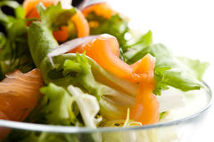 Salat der geräucherten Lachse Stockfotos